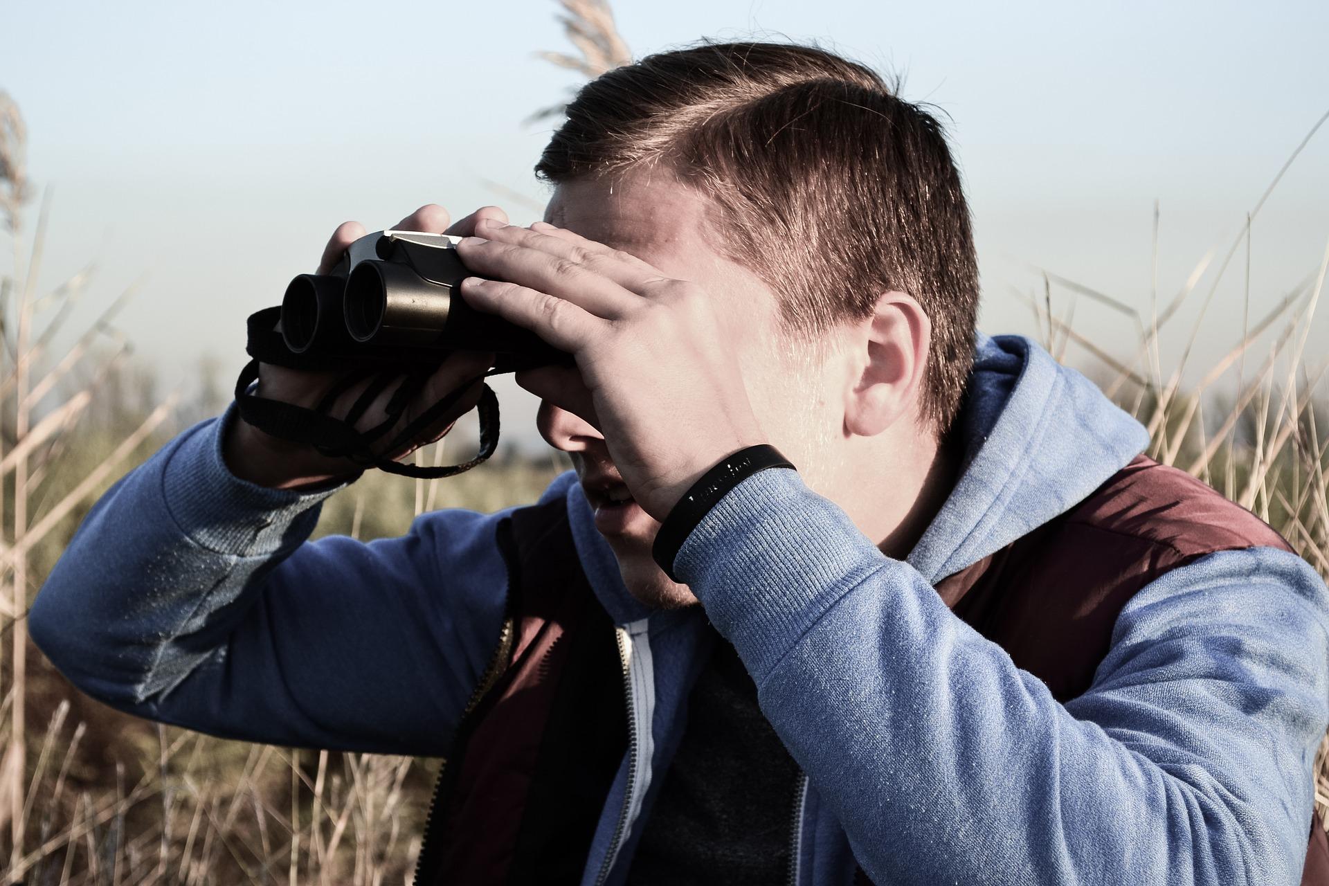 Detektiv bei der Observierung